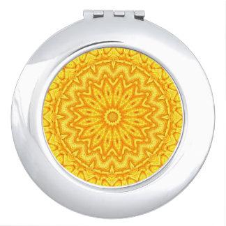 Sonniges gelbes Mandala-Kaleidoskop Schminkspiegel