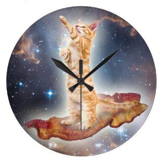 Speck-surfende Katzen-Uhr Uhr