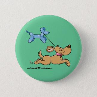 Spielen des Hundes Runder Button 5,7 Cm