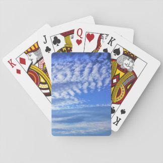 Spielkarten der sonnigen Wolken des blauen Himmels