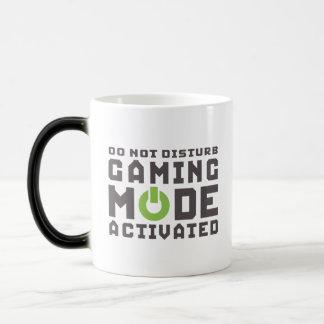 Spielmodus aktivierte Gamers und Geek-lustige Verwandlungstasse