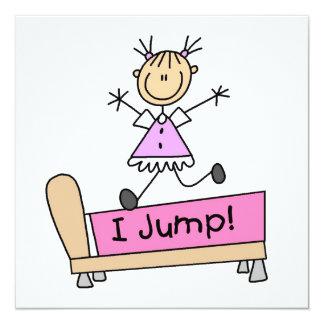 Springen auf das Bett-Strichmännchen-Mädchen Quadratische 13,3 Cm Einladungskarte