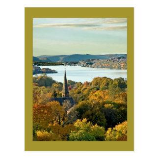 Stadt auf dem Fluss Postkarte