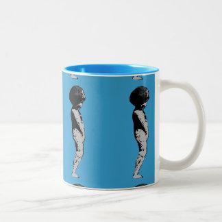 Statue-Jungen-Engel-Tasse (blau) Zweifarbige Tasse