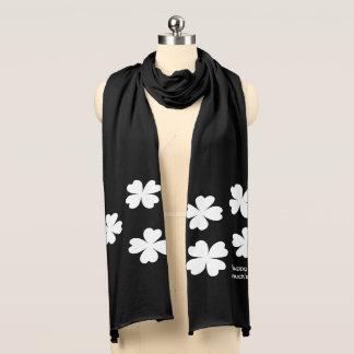Stilvolle weiße Kleeblätter Schal