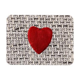 Stoffhintergrund mit Herz Magnet