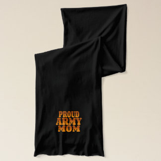 Stolze Armee-Mamma im Gold Schal