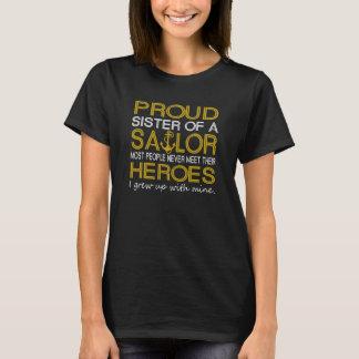 Stolze Schwester eines Seemanns T-Shirt
