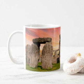 Stonehenge an der Sonnenuntergang-Tasse Tasse