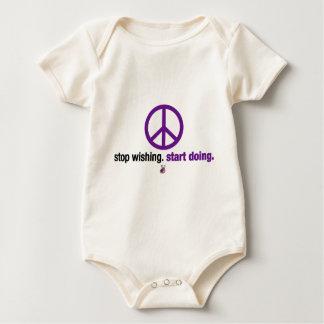 Stoppen Sie zu wünschen. Fangen Sie an zu tun Baby Strampler