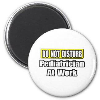 Stören Sie… Kinderarzt nicht bei der Arbeit Runder Magnet 5,1 Cm