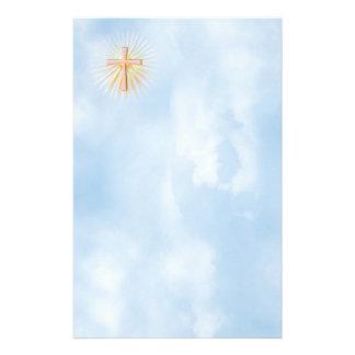 Strahlen des Lichtes vom religiösen Kreuz Briefpapier