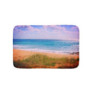 Strand mit goldenem Sand Badematte