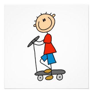 Strichmännchen-Junge auf Roller Individuelle Einladungskarte