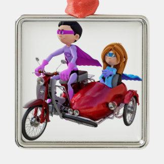 Superhelden in einem Moped mit einem Beiwagen Silbernes Ornament