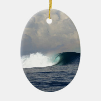 Surfende Welle des großen Ozeans Ovales Keramik Ornament