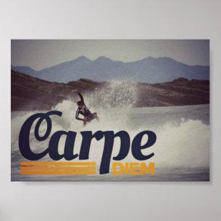 Surfer Carpe Diem ergreifen das Tagesplakat Poster