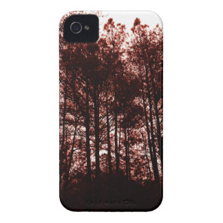 Surrealer hochroter Wald iPhone 4 Case-Mate Hüllen
