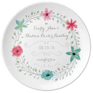 Tadelloser blauer rosa Hochzeitstag-BlumenKranz Teller