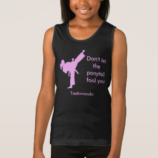Taekwondo-Mädchen lassen den Pferdeschwanz Sie Tank Top