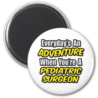 Täglich ein Abenteuer. Pädiatrischer Chirurg Runder Magnet 5,1 Cm