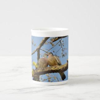 Tauben-Paare in der Baum-Knochen-China-Tasse Porzellan-Tassen