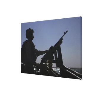 Techniker, der ein Maschinengewehr M240 im Irak Galerie Faltleinwand