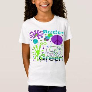 Teenager geht T-Stück grünes T-Shirt