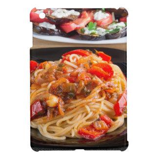 Teigwarenspaghettis mit Stücken grünem Pfeffer iPad Mini Hülle