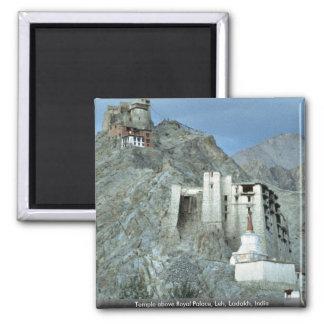 Tempel über Royal Palace, Leh, Ladakh, Indien Quadratischer Magnet