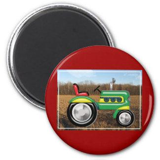 Teriffic grüner Traktor auf den Gebieten Runder Magnet 5,1 Cm