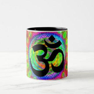 Tiedye Ziel mit OM-Symbol Zweifarbige Tasse
