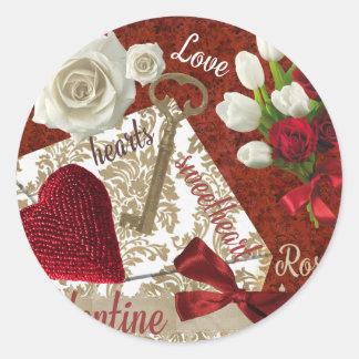 Tiefroter Valentine-Rosen-Goldschlüssel und -herz Runder Aufkleber
