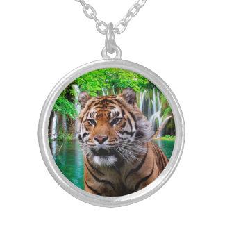 Tiger und Wasserfall Versilberte Kette