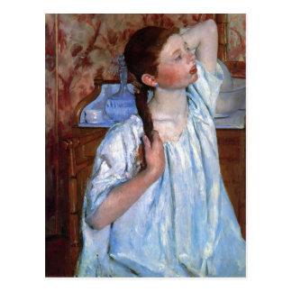 Titel: Mädchen, das ihr Haar-Datum vereinbart: Postkarte
