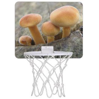 Toadstools auf einem Baum-Stamm-Basketballkorb Mini Basketball Netz