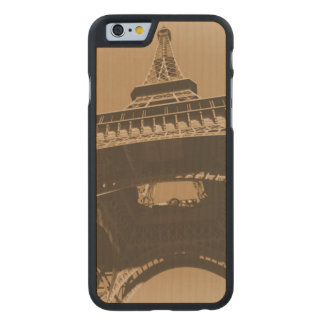 Torre Eiffel Carved® iPhone 6 Hülle Ahorn