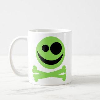 Totenkopf mit gekreuzter Knochen. Grün und Kaffeetasse