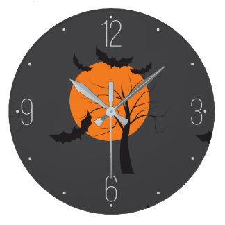 Toter Baum, orange Mond und Schläger Halloween Große Wanduhr