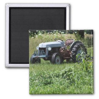 Traktor auf einem Gebiet Quadratischer Magnet