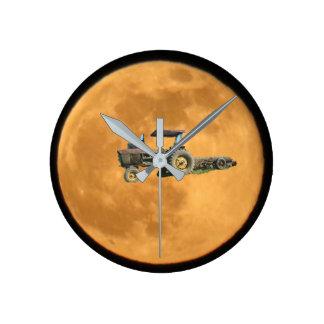 Traktor in der Mond-Uhr Runde Wanduhr