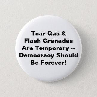 Tränengas vorübergehend, Demokratie für immer Runder Button 5,7 Cm