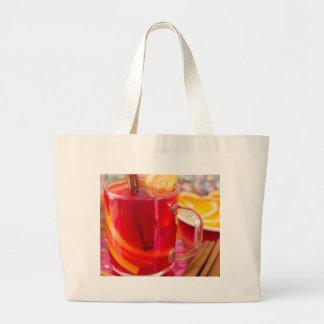 Transparente Tasse mit Zitrusfrucht verrührte Jumbo Stoffbeutel