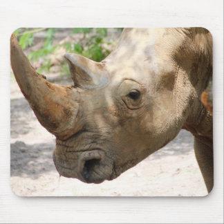 Trauriges Nashorn-Gesicht Mousepad
