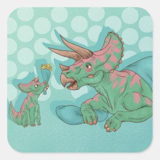 Triceratops, der Blumen gibt Quadratischer Aufkleber