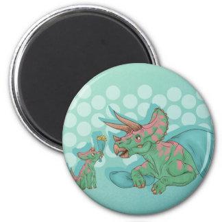 Triceratops, der Blumen gibt Runder Magnet 5,7 Cm