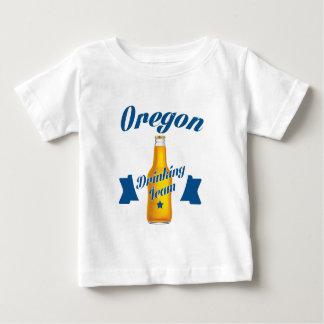 Trinkendes Team Oregons Baby T-shirt