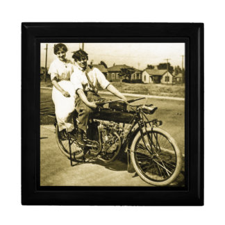 Triumph der Liebe verabredete auf einem Vintagen Große Quadratische Schatulle