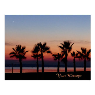 Tropische Palmen am Sonnenuntergang personalisiert Postkarte