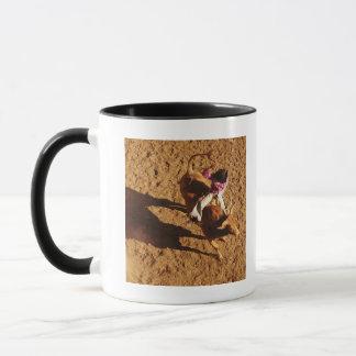 Über Ansicht eines Cowboys, der einen Stier reitet Tasse